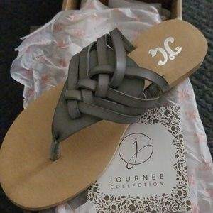 JOURNEE COLLECTION Ameelya Sandal
